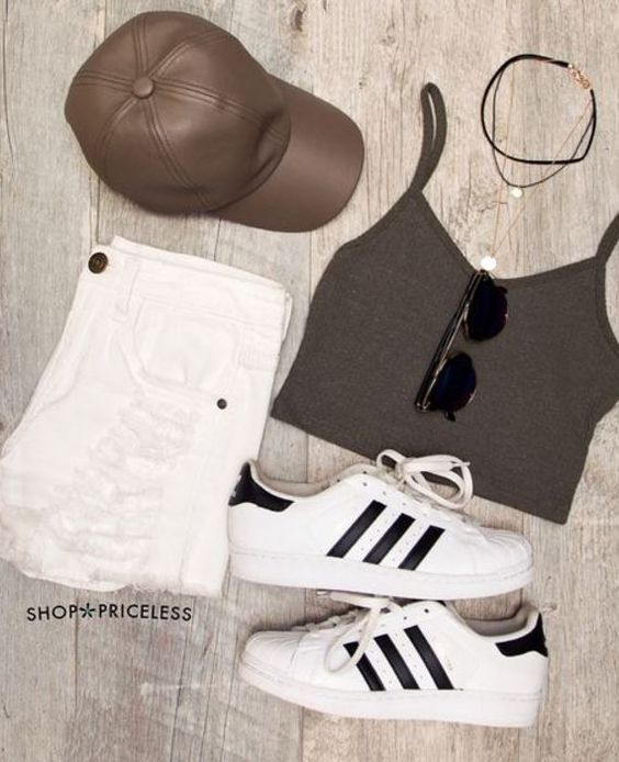 Fall is just abouthere andwe are all looking for affordable places to shop for cuteand stylish fashion. Are you looking for theperfect chunkysweater, distressed jeanor maxidress? These10clothing boutiques have tons of affordable options...