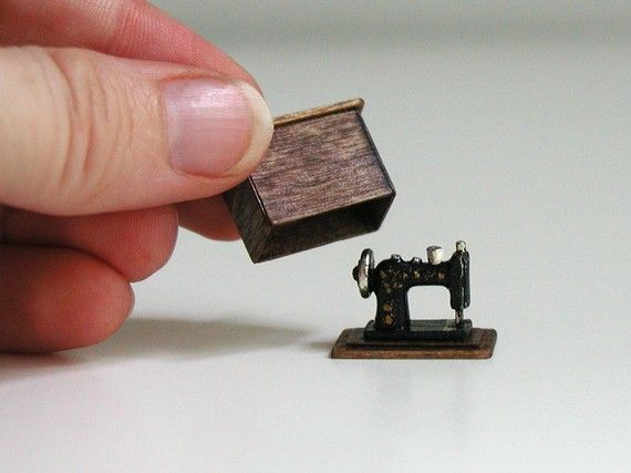 SALE - Sewing machine, half inch scale miniature (1/24 scale), black and gold