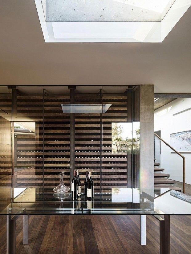 cave à vin.  Oak Pass Main House par Walker Workshop - Journal du Design