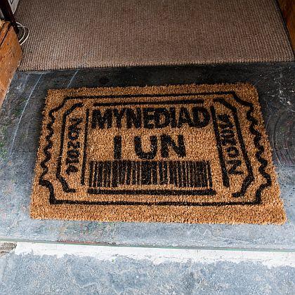 Mynediad i Un Door Mat
