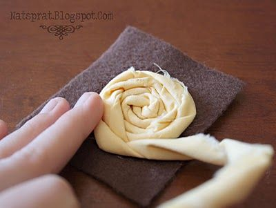 NatSprat: Rolled Fabric Rosette...this one is better