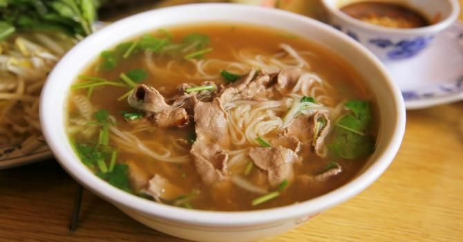 Recette de Soupe chinoise au boeuf, herbes et gingembre frais. Facile et rapide à réaliser, goûteuse et diététique.