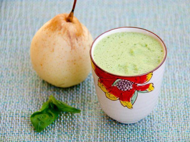 A new green #juice recipe: Asian Pear, Basil and Lemon Juice