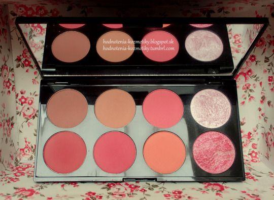 Hodnotenia kozmetiky: Makeup Revolution *paleta líceniek* Ultra Blush Palette