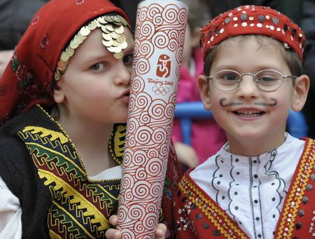 Greek children holding a torch of the 2008 Beijing Olympics pose for photographers in Giannitsa, Greece March 27, 2008. The Olympic flame travelled for the fourth day in Greece after it was lit in the site of ancient Olympia. [Xinhua]
