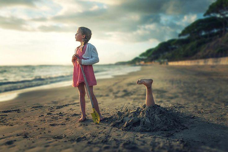 Fotos Kleine Mädchen Lustige Kinder Strand Bein Sand