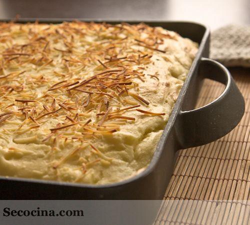 Receta de gratinado de coliflor con patatas. Con puré de patata y queso, queda casi como un soufflé.