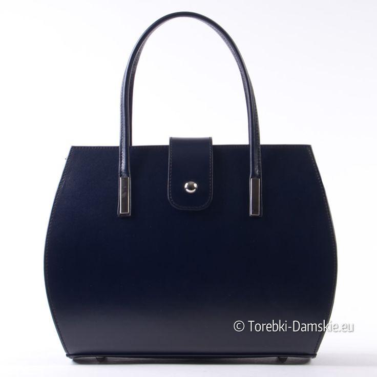 Kuferek włoski ze skóry licowej w kolorze czarnym o niesamowitym wdzięku i stylu. Detale metalowe w kolorze srebrnym.
