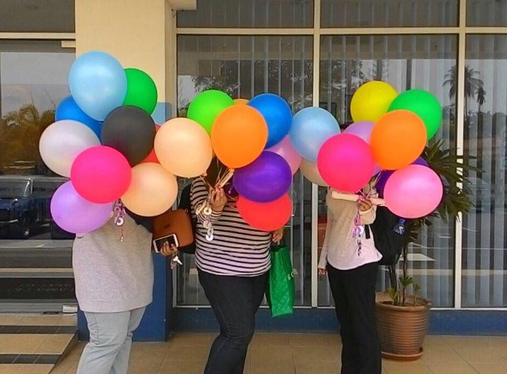 Aha, malu ke tu? Tempahan helium belon untuk program pelajar UiTM Johor di Koptown Hotel Segamat, baru-baru ini. Terima kasih ya!  #singgahshops #heliumballoon #balloonservicesegamat #surpriseplanner