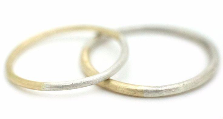 Handgemaakte en fairtrade fijne minimalistische gouden en zilveren trouwringen