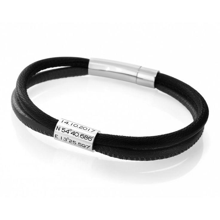 Ein schönes Männerarmband mit Gravur aus 2 verschiedenen Lederfarben. Das Armband wird mit einem Magnetverschluss geschlossen. Auf den Anhänger passen pro Zeile 12 Zeichen inkl. Leerzeichen rauf. Für Ihren Wunschtext stehen Ihnen insgesamt 12 Zeilen zur Verfügung. Der Anhänger ist 15 cm lang und 0,8 cm breit.