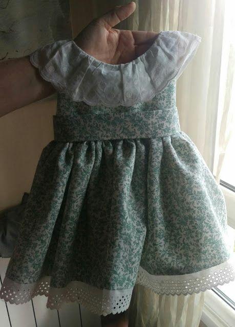 El Desván de la Güela Pina: Vestido con escote en la espalda