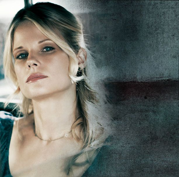 Ava Crowder played by Joelle Carter ( WOW! )