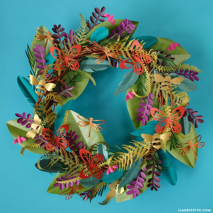 Learn how to make a fabulous botanical paper wreath using our template downloads and easy instructions. Perfect for easy DIY home decor!