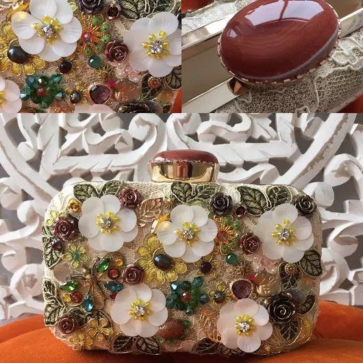 Клатч ручной работы от Екатерины Тардиф. Натуральный жемчуг, розовый кварц, лунный камень, малахит, агат, авантюрин, кристаллы сваровски, бисер, вышивка. #клатчручнаяработа, #клатчвышивка #сумкасвышивкой #клатч #клатчвечерний #сумкасдрагоценнымикамнями #miroirdefantomes #екатеринатардиф, #вышивка #кристаллы #откутюр #мода