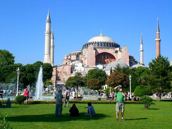 Hagia Sophia, the historic heart of Istanbul http://en.arttrip.it/hagia-sophia-historic-heart-istanbul/ #istanbul #travel #art