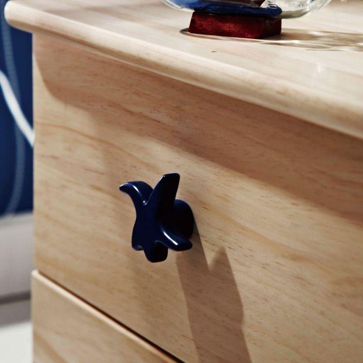 Ручка в форме морской звезды у деревянной детской тумбы купить в интернет-магазине https://lafred.ru/catalog/catalog/detail/35817028621/