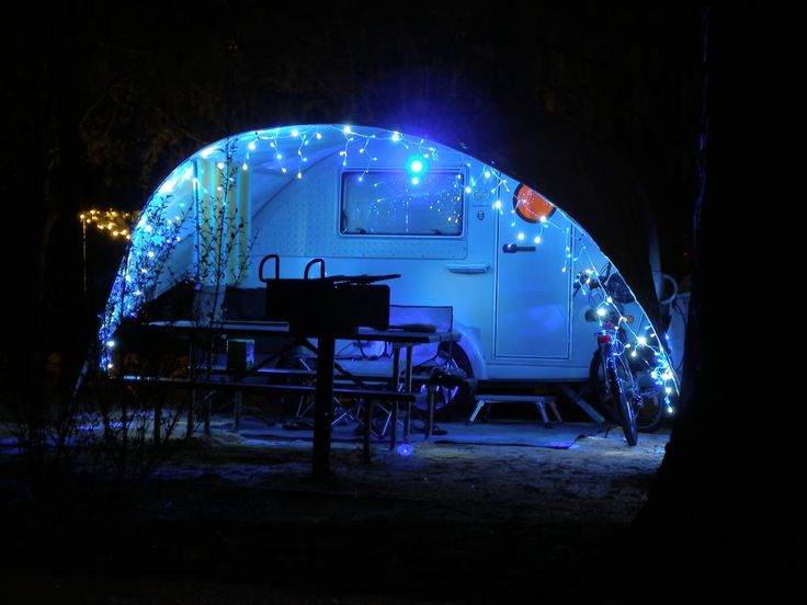 17 best images about holiday campsite decorations on for Airstream christmas decoration