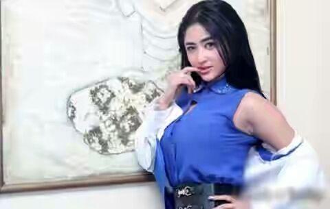 PORTAL BERITA 25  -Kostum yang dikenakan Dewi Persik saat menghibur warga Paloh Sambas, Selasa (13/9/2016) lalu membuat MUI daerah terse...
