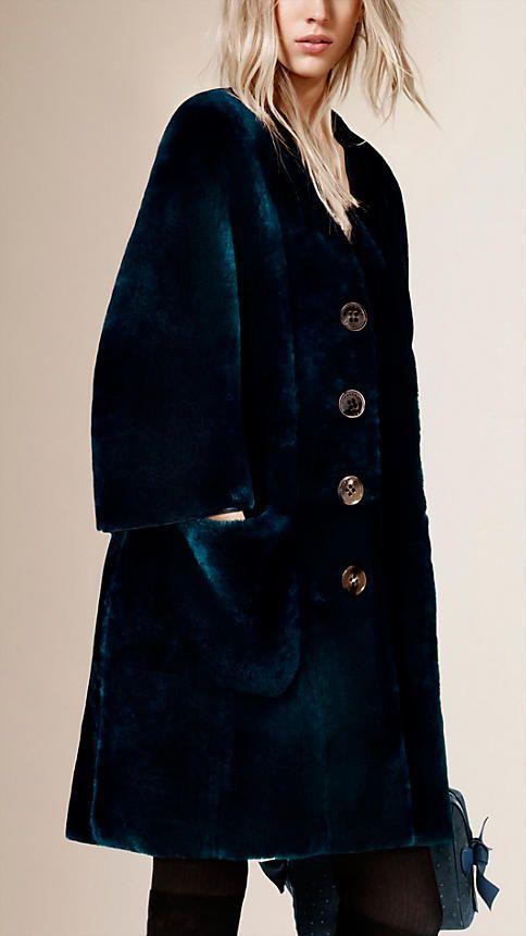marine vif manteau en shearling avec encolure en v image 1