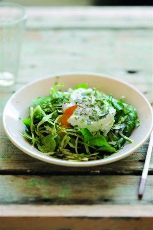 Salade de chou blanc, mâche et oeufs mollets - Larousse Cuisine