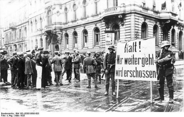 """Berlin, Der Kapp-Putsch, auch Kapp-Lüttwitz-Putsch, selten Lüttwitz-Kapp-Putsch[1] vom 13. März 1920 war ein nach 100 Stunden gescheiterter, konterrevolutionärer Putschversuch gegen die nach der Novemberrevolution geschaffene Weimarer Republik. Anführer war General Walther von Lüttwitz mit Unterstützung von Erich Ludendorff, während Wolfgang Kapp mit seiner """"Nationalen Vereinigung"""" nur eine Nebenrolle spielte."""