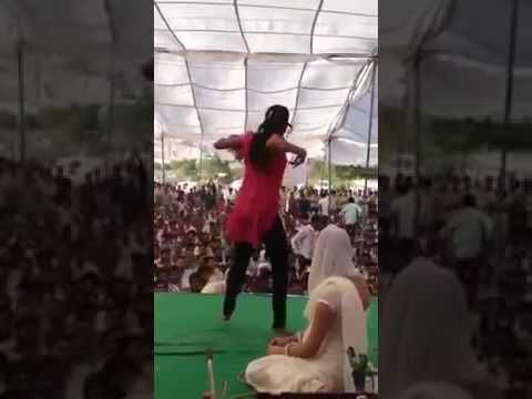 HOT INDIAN DESI GIRL DANCE ON STAGE