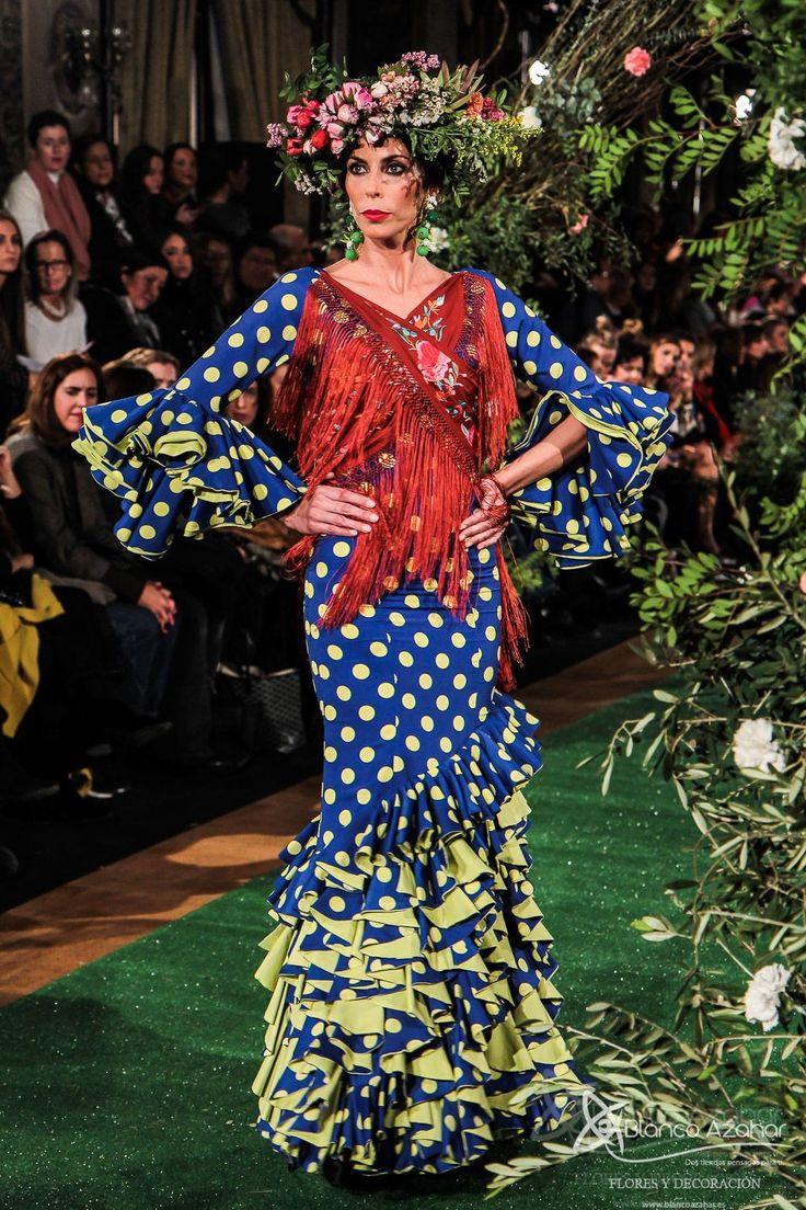 Rocío Peralta viaja con sus trajes de flamenca a la #Sevilla del s.XIX Rocío Peralta, diseñadora sevillana de reconocimiento nacional, estrenó el primer desfile de moda flamenca del 2018 con su colección «Montpensier» , causando «overbooking» el  pasado miércoles en el Salón Real del emblemático Hotel Alfonso XIII, sede de la pasarela We Love Flamenco, disfrutando de su colección una de las grandes mujeres de la moda, Naty Abascal.#RocioPeralta #WeLoveFlamenco2018