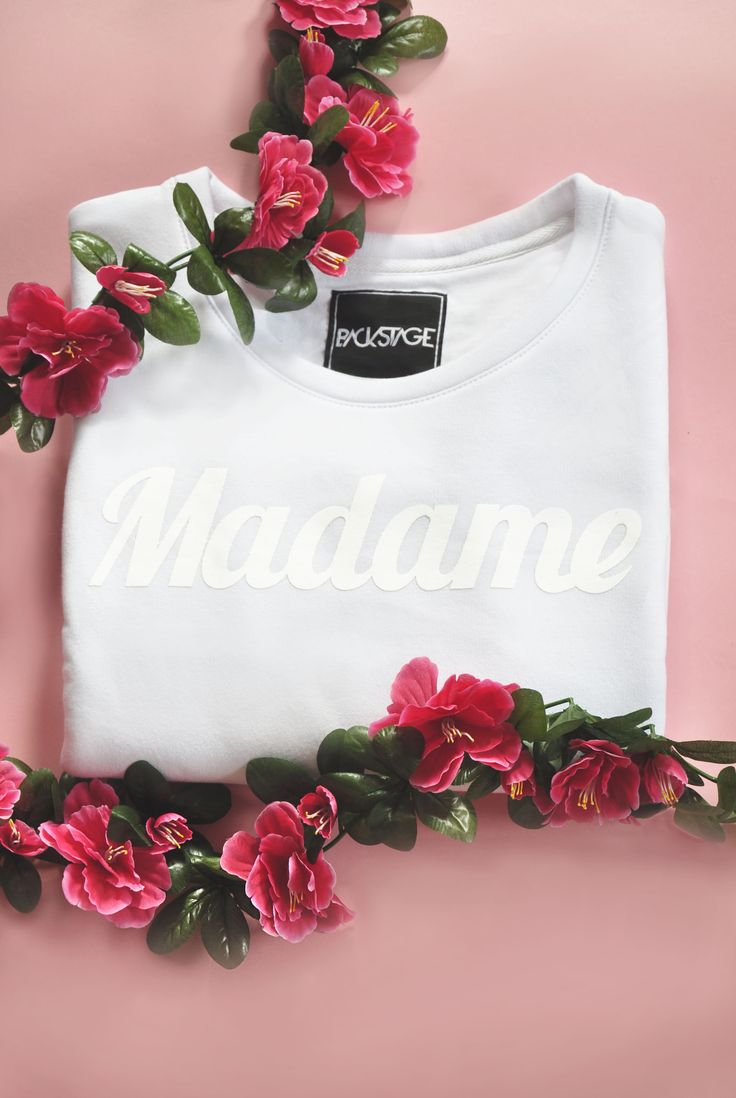 MADAME sweatshirt get it here: http://backstg.com/produkt/madame-crewneck-white/