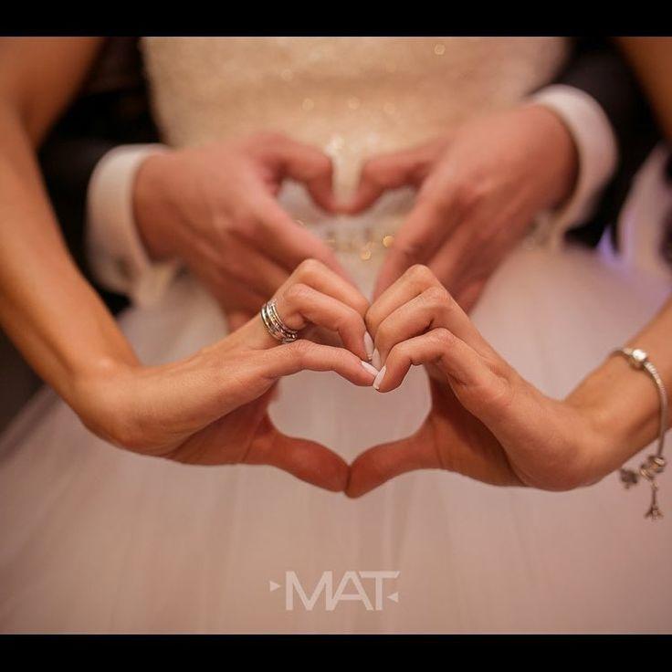 El amor es un sentimiento tan poderoso que hace que dos personas simplemente quieran estar juntas el resto de sus vidas.  Llama al 3106158616 / 3206750352 / 3106159806 y reserva desde ya, atendemos todos los días de la semana y fines de semana incluido festivos. www.zonae.com  #ZonaE #CasaBali #BodasAlAireLibre #BodasCampestres #weddingplaner #bodasmedellin #bodas #Eventos #boda #wedding #destinationwedding #bodascolombia #tuboda #Love #Bride Foto @matfotografia