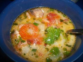 Рыбный суп, с семгой , креветками и сливками.
