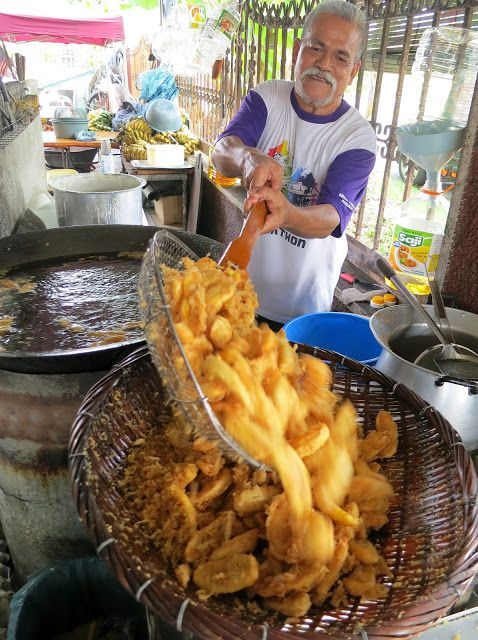 My favourite Pisang Goreng (Banana fritters) especially Pisang Tanduk eaten with sambal kicap. Yummy.