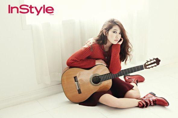 Park Shin Hye radiante en rojo para la revista InStyle