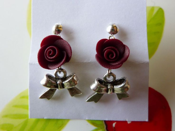 Orecchini con fiocco e rosa bordeaux in fimo fatte a mano - Dark red roses earrings in fimo polymer clay handmade with ribbons