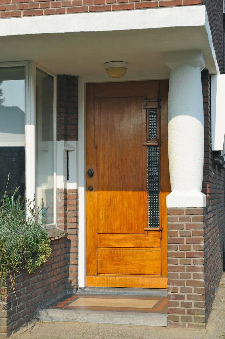 Jaren30woningen.nl   Mooie karakteristieke voordeur van een jaren 30 woning in Tilburg