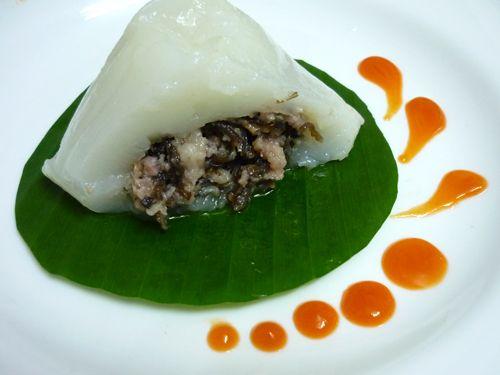 Gâteau farci de la viande de porc. Bien populaire au Vietnam, pris souvent au petit déjeuner.