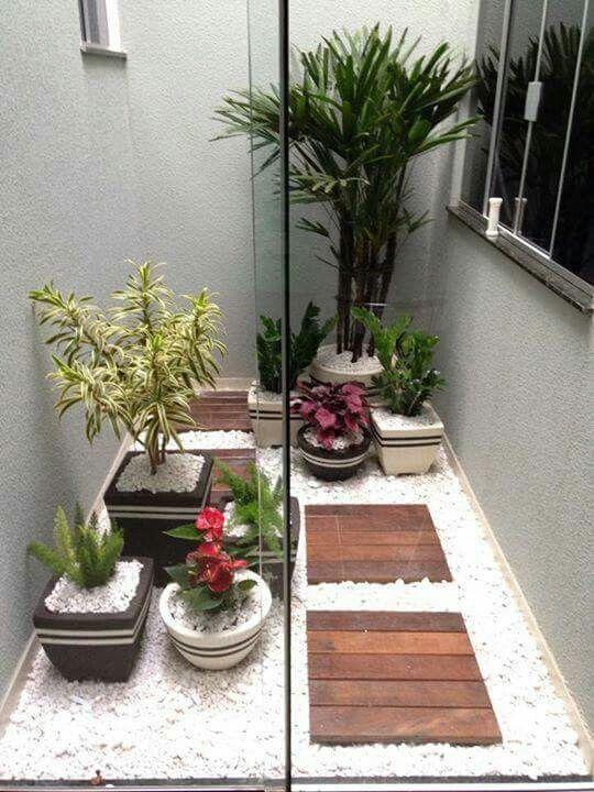 Mejores 35 im genes de patios y jardines interiores para for Como decorar un patio con piedras