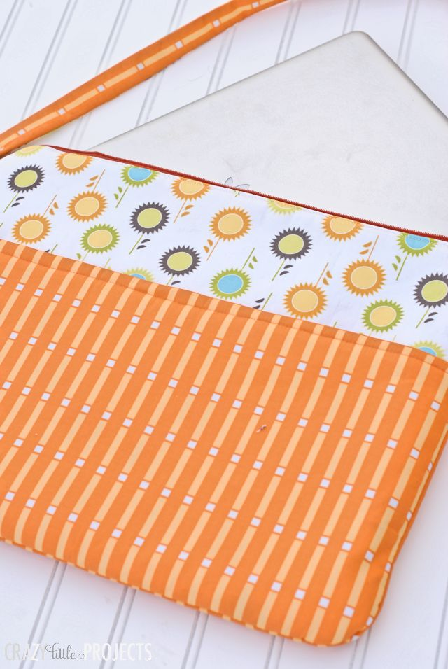 "Laptop bag tutorial  This bag looks better than my store bought kind.  Adding this to my ""I want to sew projects when I have time"" list :0)"