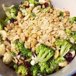 Délicieuse salade de brocoli et canneberges @ qc.allrecipes.ca
