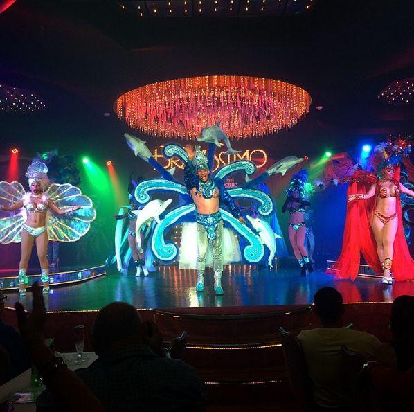 Kan du lide dans og musik ligeså meget som dominikanerne? Hvis ja, så må du ikke gå glip af Bravissimo Show fuld af musik, dans, glitter og glamour! Her vil du også se de lokale danse; merengue og bachata. www.apollorejser.dk/rejser/nord-og-central-amerika/den-dominikanske-republik