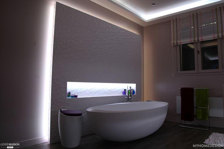 Salle de bains la baignoire blanche ovale fen tre - Fenetre rez de chaussee ...