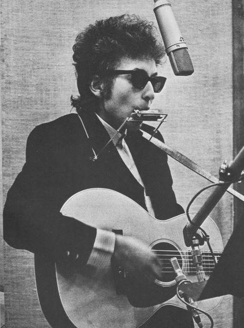 Bob Dylan Makes The Harmonica Look Awesome Everytime