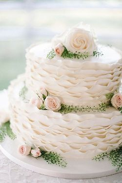 ♥︎ Wedding Cake  www.tablescapesbydesign.com https://www.facebook.com/pages/Tablescapes-By-Design/129811416695