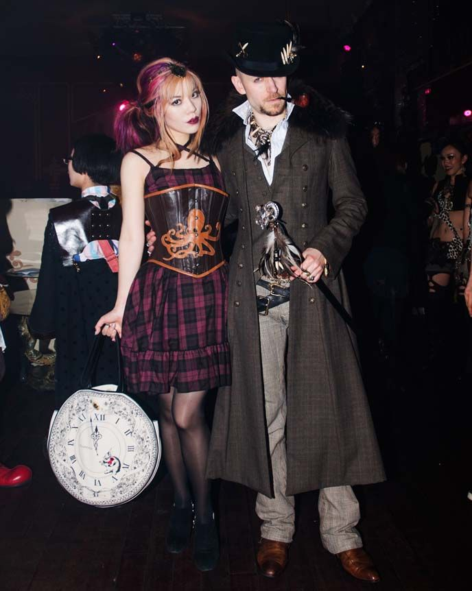 Steampunk Gothic Lolitas?? Amazing photos from a Japanese STEAMPUNK retro Victorian party, on La Carmina blog!    † Please share, to support the Tokyo Japan underground scene :)    http://www.lacarmina.com/blog/2013/05/steampunk-japan-club-steam-garden-meetup-victorian-fashion/    steampunk men's fashion, steampunk man, top hat