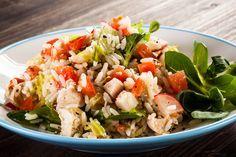 Veja como fazer uma deliciosa salada saudável e com baixas calorias! - Veja mais em: http://www.maisequilibrio.com.br/receitas-light/salada-de-arroz-7-cereais-e-frango-m0515-50431.html?pinterest-mat