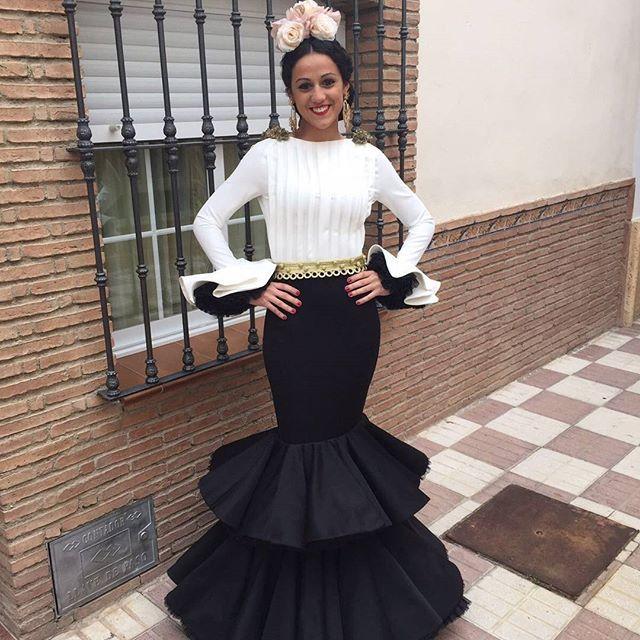 ¡No olvidamos a nuestras flamencas! Nos empiezan a llegar las imágenes de algunas de nuestras clientas y no podemos estar más contentas con el resultado, ¡Gracias a todas! #modaflamenca #instaflamenca #trajesdeflamenca #modaandaluza