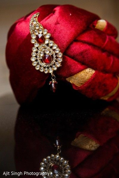 Conventional Red Pargri and Kundan Kalgi.  #Pagri #Kundan #Red #Maroon #Rubi #Groom #IndianGroom #GroomAccessories #GroomEssentials #wedding #IndianWedding #Shaadi #Wedzo #WedzoGroom #WedzoWedding