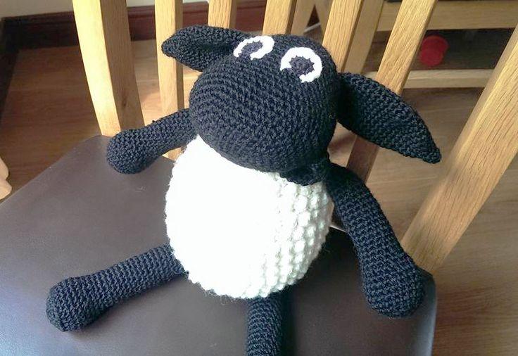 Elsker dit barn også Fåret Timmy fra Timmy Tid? Så kan du med denne hækleopskrift hækle Fåret Timmy som en sød bamse.