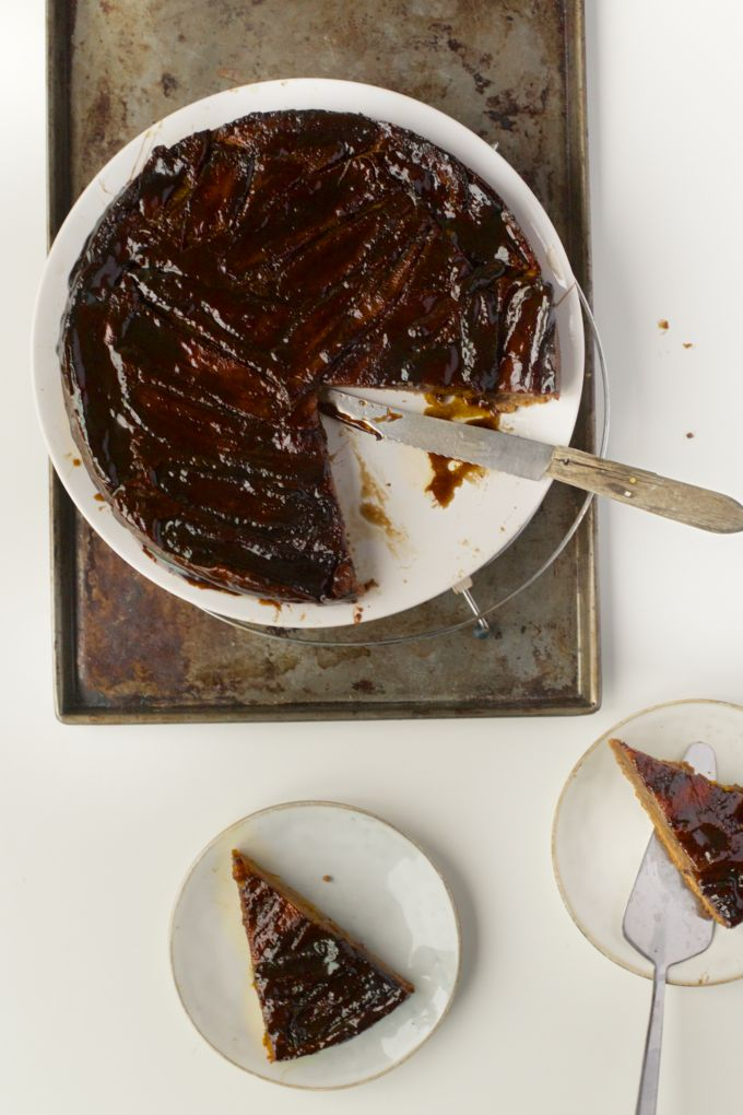 Omgekeerde bananencake met gezouten karamel