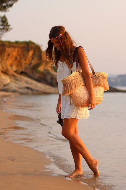 street_style-trendy_taste-look-outfit-SS_13-wicker_basket-raffia-capazo-rafia-boho_dress-white_dress-beach-vestido_blanco-playa-diadema_flores-ibiza_style-sunset-13 by Trendy Taste, via Flickr